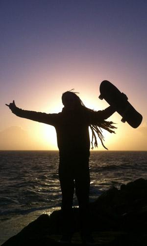 Shaka-Skate-Hand-Ocean